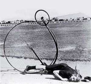 """Bilde av man som faller på en """"veltepetter"""""""