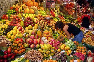 Fruktmarked i Barcelona. Bilde fra Wikimedia Commons.