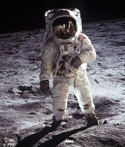 510px-Apollo_Moonwalk2
