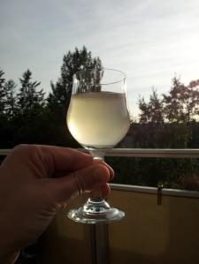 Bilde av rabarbravin i et glass