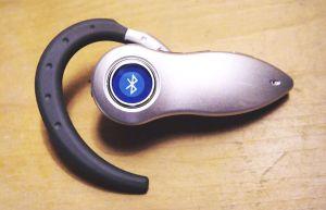 1024px-Bluetooth_headset