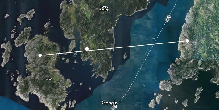 Hvite prikker viser fra venstre Herfølsåta, røysa på Søndre Sandøy og røysfeltet i Sverige.